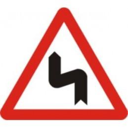 SYSSA,Señal Curvas peligrosas, hacia la izquierda