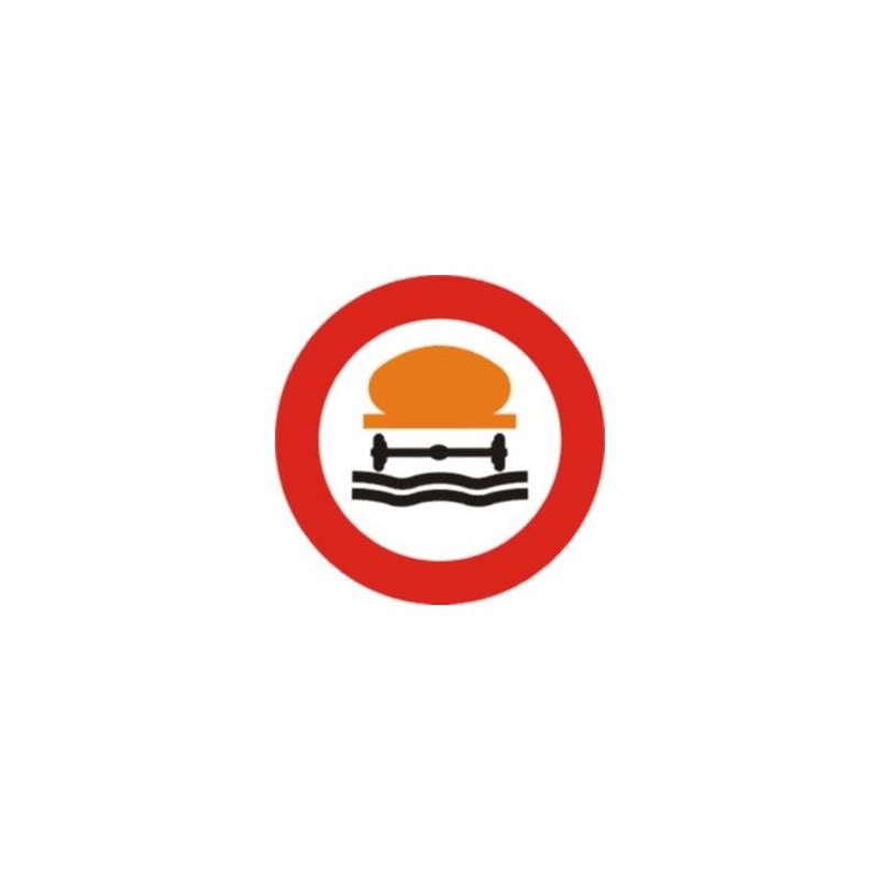 R110-Entrada prohibida a vehículos que transporten productos contaminantes del agua