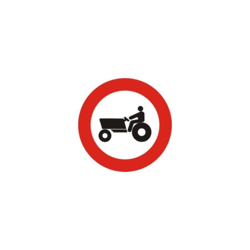 R111-Entrada prohibida a vehículos agrícolas de motor