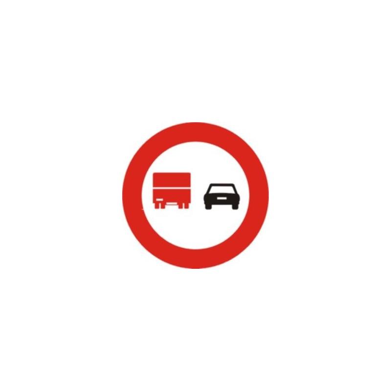 R306-Avançament prohibit per a camions