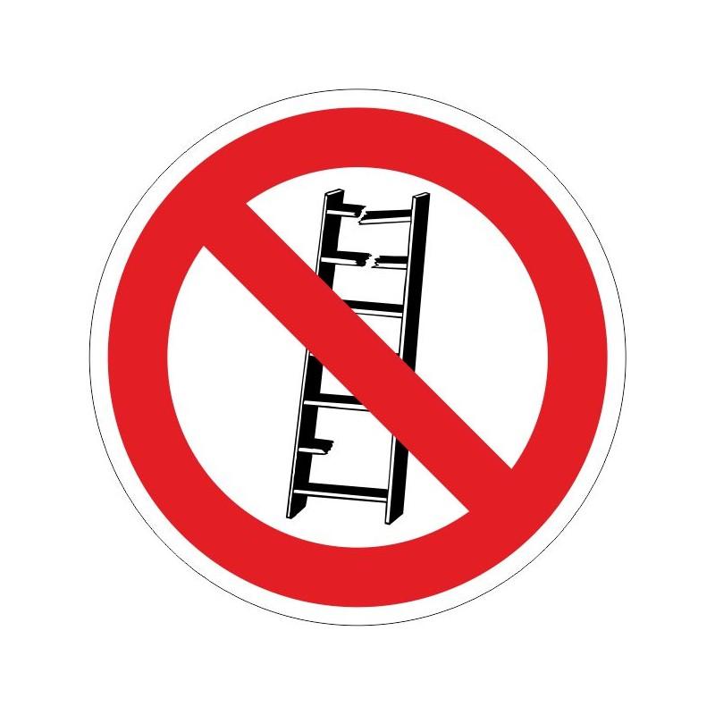 NUE-No utilizar. Escaleras en mal estado